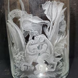 Frogs in love vase